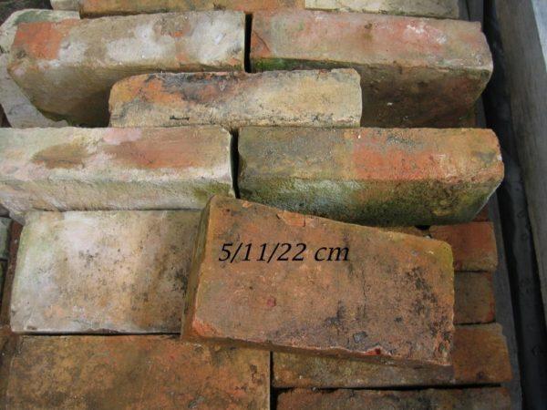 Briques en terre cuite anciennes, couleur rose orangé