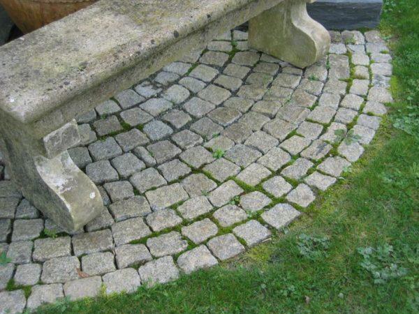 petit pavé ancien en granit