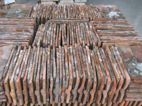 Tuiles plates anciennes en terre cuite