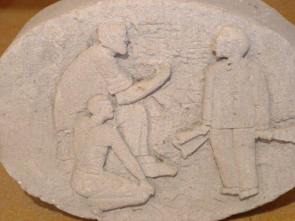 medaillon ancien pierre calcaire