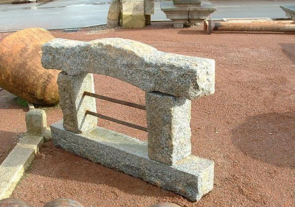 fenetre ancienne en pierre granit
