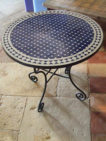 table ronde en fer forg et mosa que type marocain bca. Black Bedroom Furniture Sets. Home Design Ideas