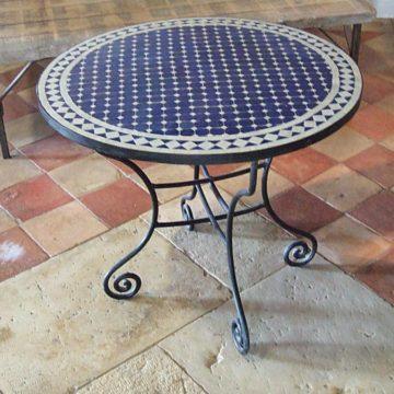Table ronde en fer forgé et mosaïque