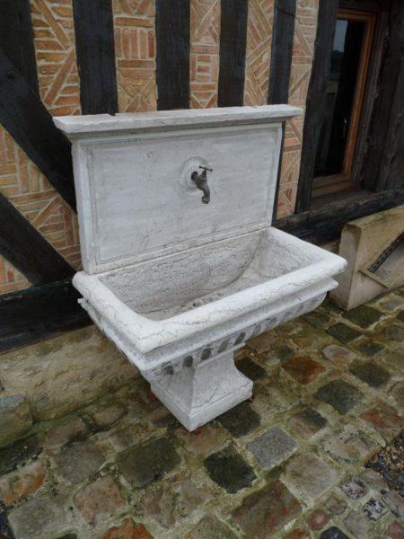 Vasque en pierre ancienne
