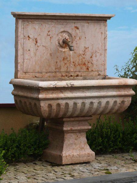 Vasque ancienne en pierre