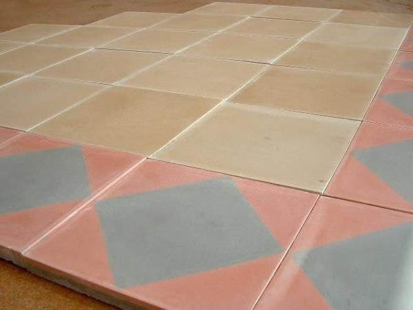 Carrelage ancien en ciment de couleur