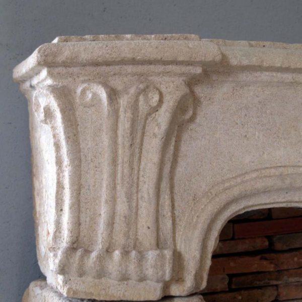 jambage de cheminée ancienne en pierre