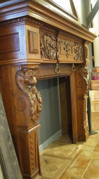 cheminée ancienne en bois de chêne