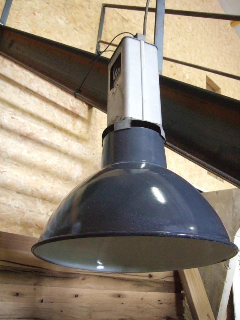 luminaire industriel ancien de r cup ration bca mat riaux anciens. Black Bedroom Furniture Sets. Home Design Ideas