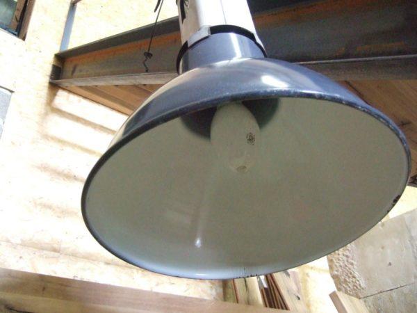 Luminaire industriel ancien de récupération