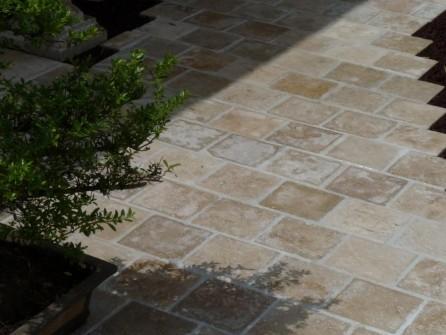 pav s travertin en pierre naturelle calcaire 15cm x 15cm. Black Bedroom Furniture Sets. Home Design Ideas