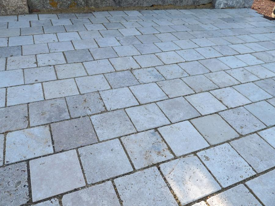 Pav travertin en pierre naturelle nuances de beige - Pave pierre naturelle ...