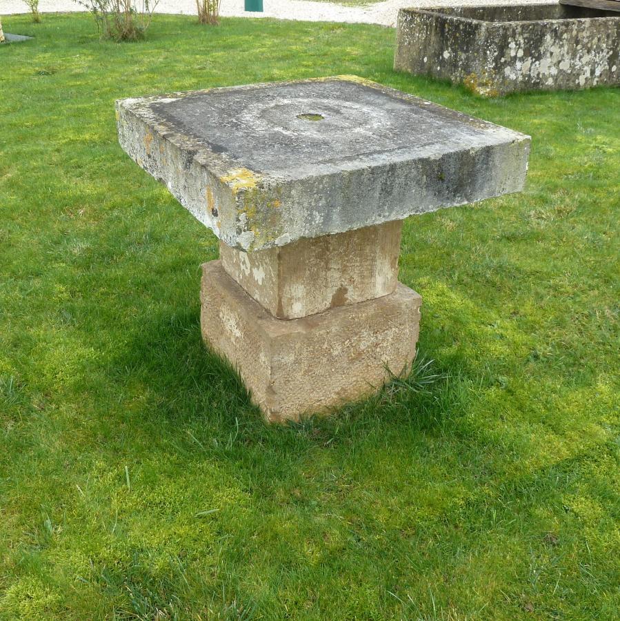 table ancienne en pierre pierre calcaire bca mat riaux anciens. Black Bedroom Furniture Sets. Home Design Ideas