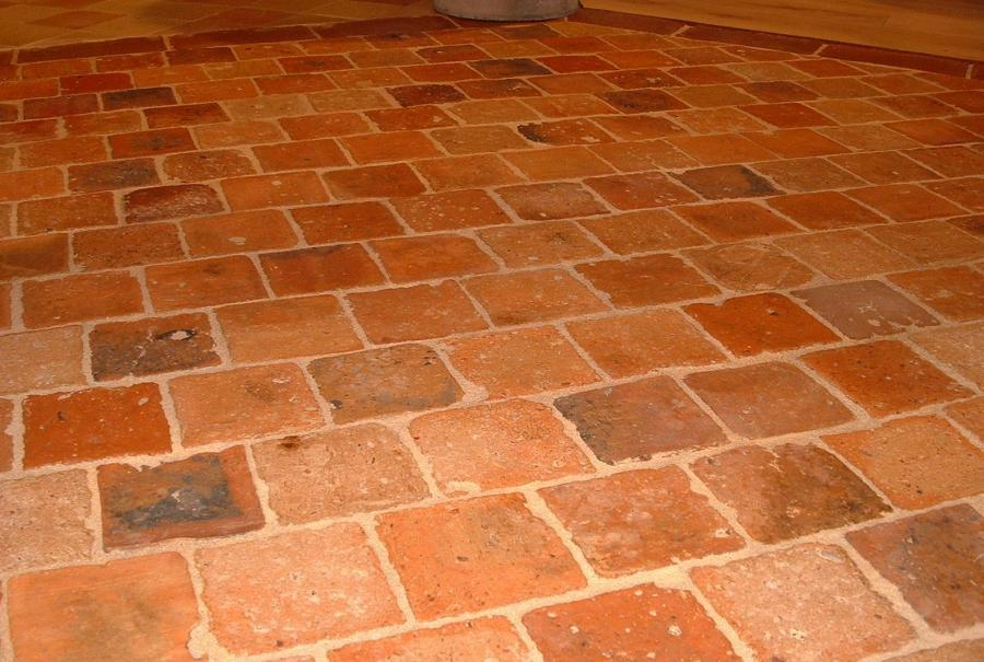 Antique terra cotta tiles for Carrelage terre cuite rouge