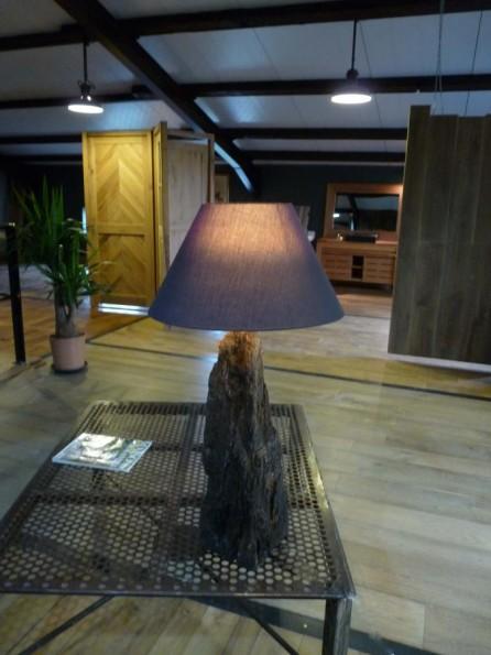 lampe en bois de recup ration lampe rustique bca mat riaux anciens. Black Bedroom Furniture Sets. Home Design Ideas