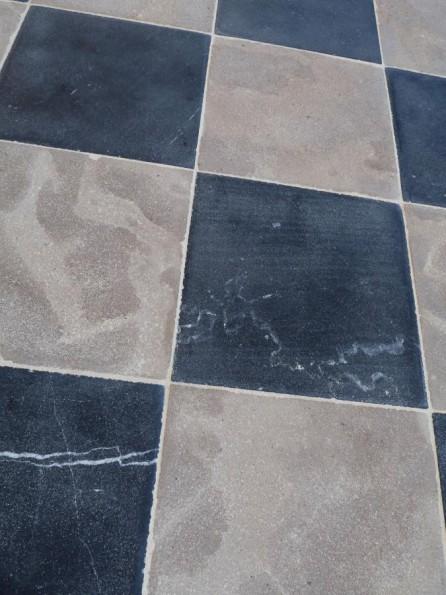 Carrelage en pierre naturelle en damier bca mat riaux for Carrelage en pierre naturelle