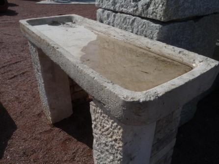 evier ancien en pierre calcaire pierre plate sur 2 jambages. Black Bedroom Furniture Sets. Home Design Ideas