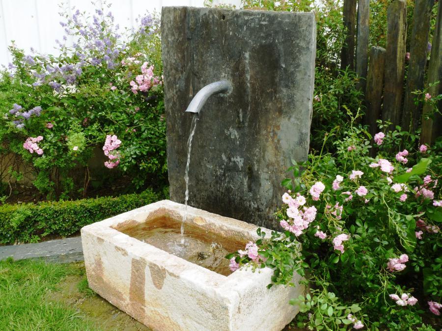 Fontaine de jardin en pierre ancienne bca mat riaux anciens for Fontaine de jardin en pierre ancienne