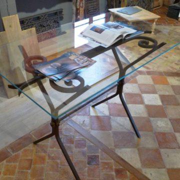 Table fer forgé et plateau verre