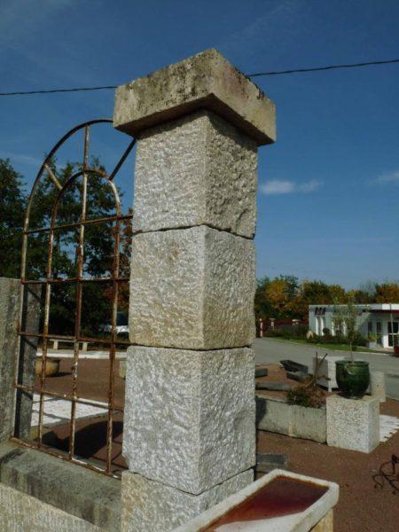 Piliers anciens en granit