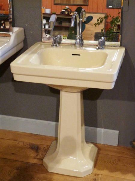 lavabo sur pied ancien ann e 1950 bca mat riaux anciens. Black Bedroom Furniture Sets. Home Design Ideas