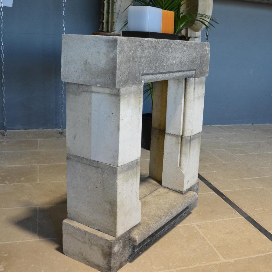 encadrement de fen tre ancienne en pierre bca mat riaux. Black Bedroom Furniture Sets. Home Design Ideas
