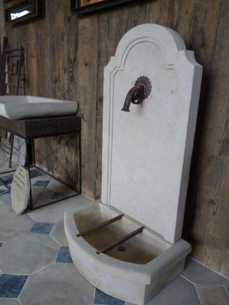 fontaine murale en pierre naturelle jardin bca. Black Bedroom Furniture Sets. Home Design Ideas