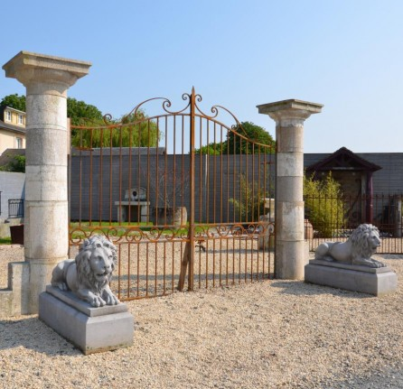 Piliers en granit for Pilier moderne
