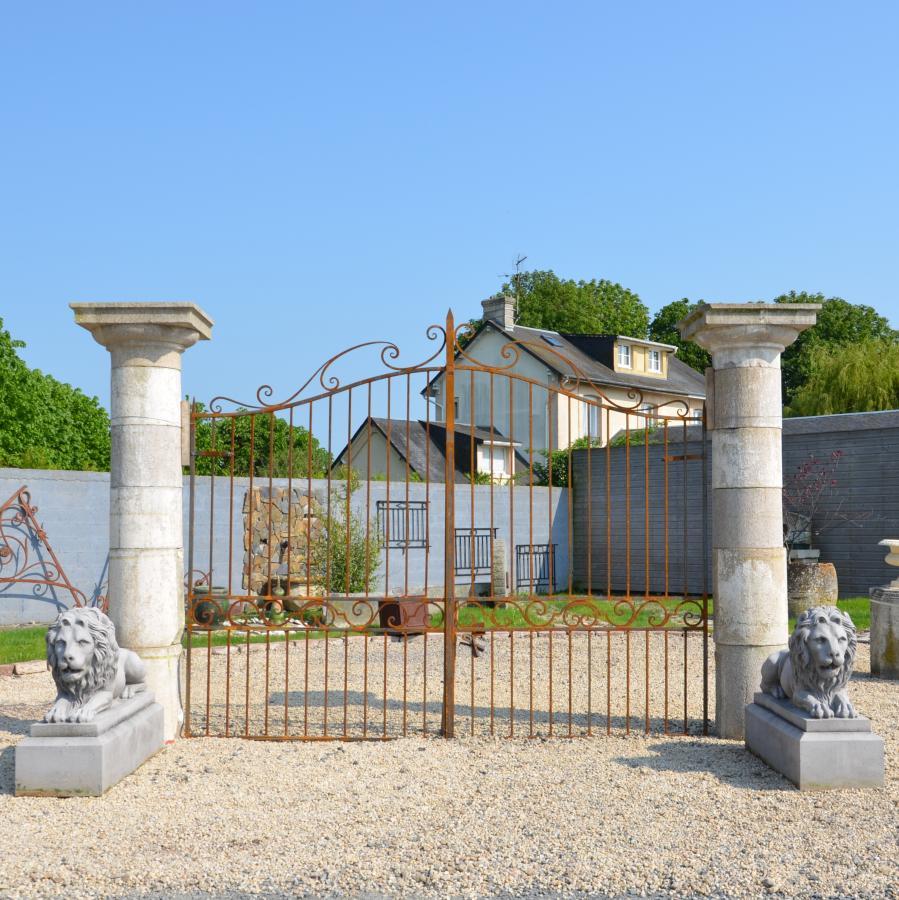 piliers anciens de portail en granit hauteur 286 cm bca mat riaux. Black Bedroom Furniture Sets. Home Design Ideas