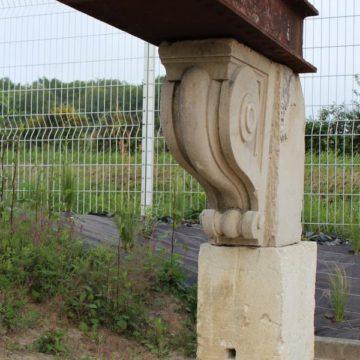 Corbeau en pierre