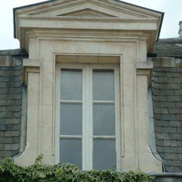 lucarne ancienne pierre calcaire
