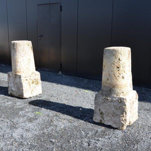 Borne cylindrique en pierre