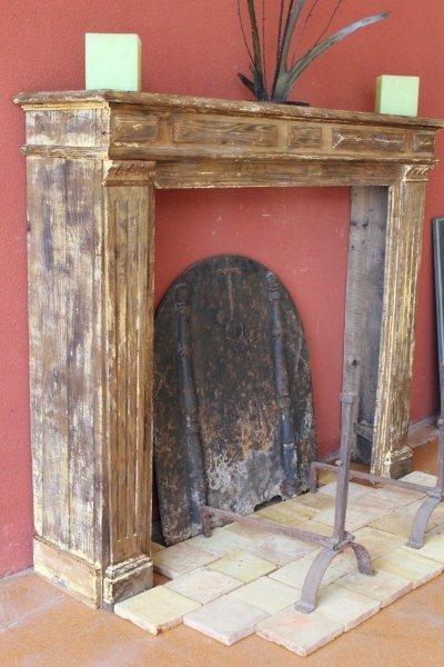 Cheminée ancienne en bois de style Louis XVI
