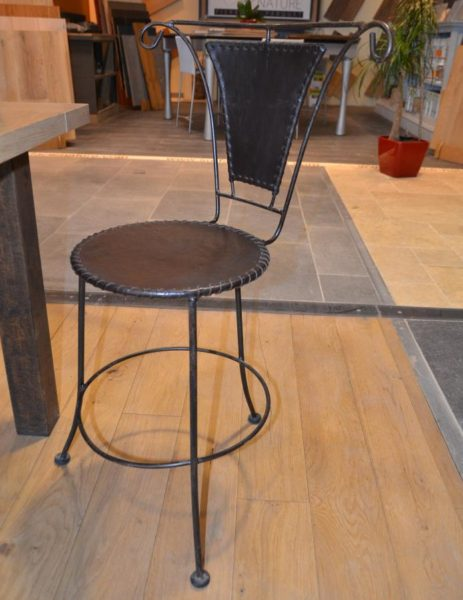 chaise fer forge cuir