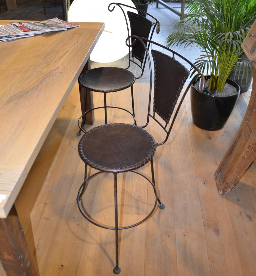 chaise en fer forg et cuir mobilier m tal r dition. Black Bedroom Furniture Sets. Home Design Ideas