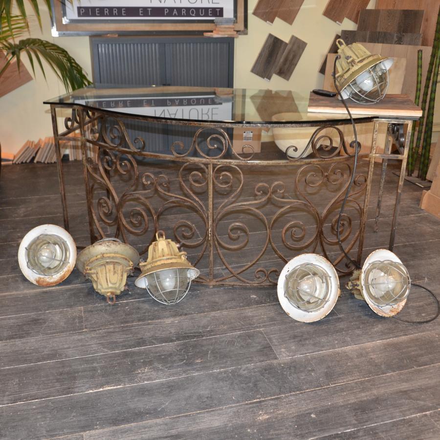 lampe industrielle ancienne de r cup ration bca mat riaux anciens. Black Bedroom Furniture Sets. Home Design Ideas