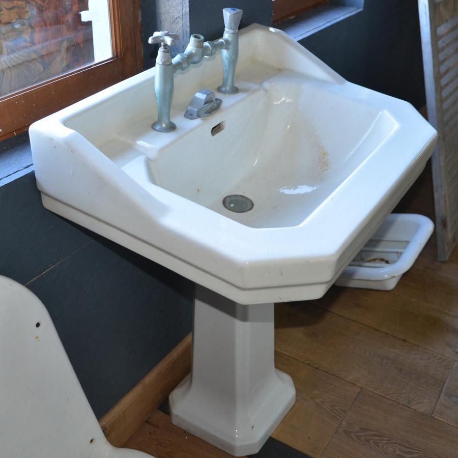Lavabo ancien de salle de bain sur pied bca mat riaux for Lavabo rectangulaire salle de bain