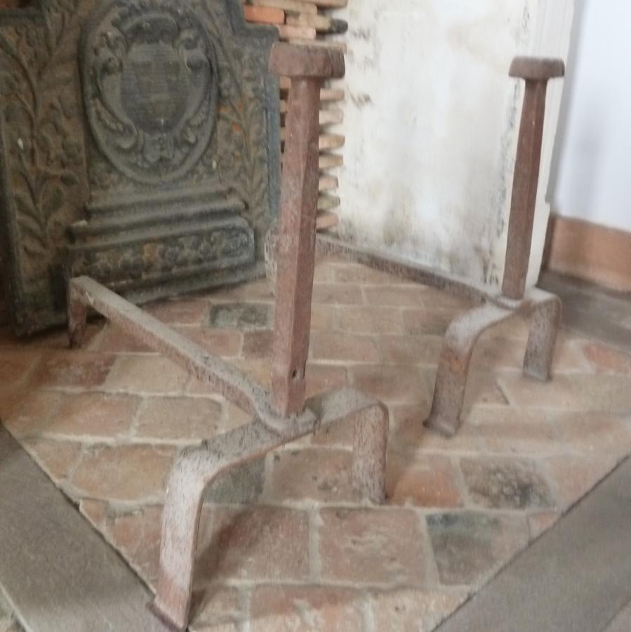 Chenet de chemin e en fer forg hauteur 54 cm bca mat riaux - Chenets de cheminee ...