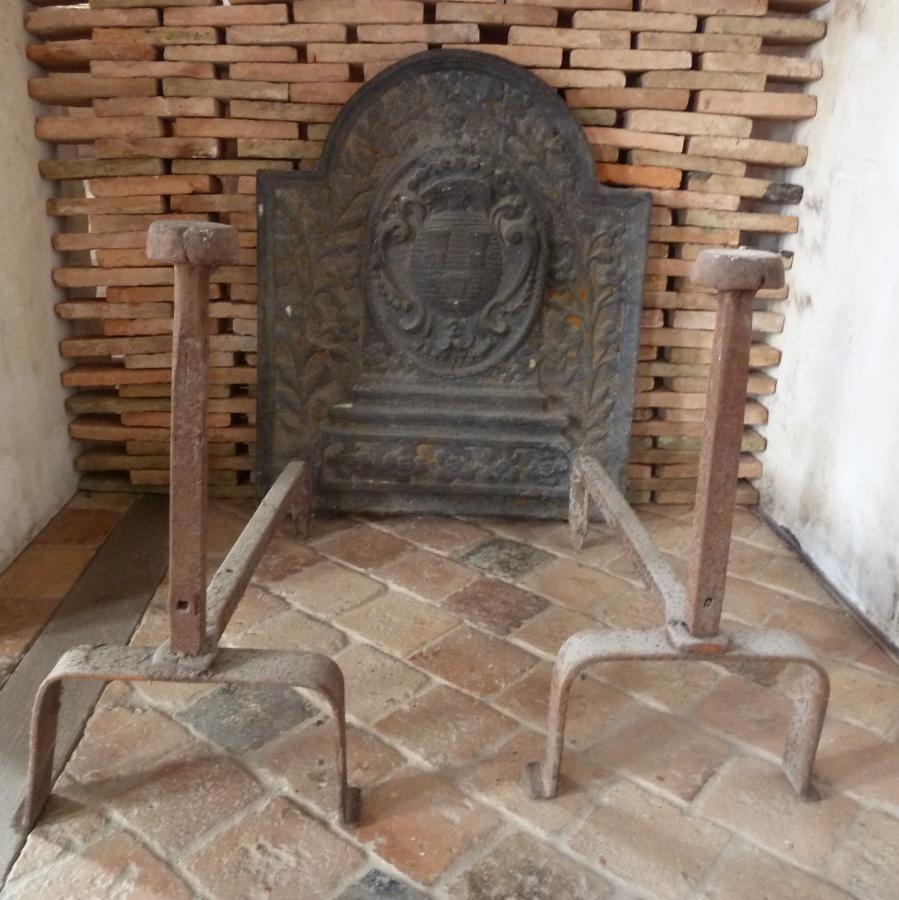 Chenet de chemin e en fer forg hauteur 54 cm bca - Chenets de cheminee ...