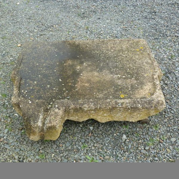 évier ancien en pierre ancienne