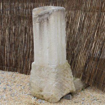 Ancienne borne en pierre