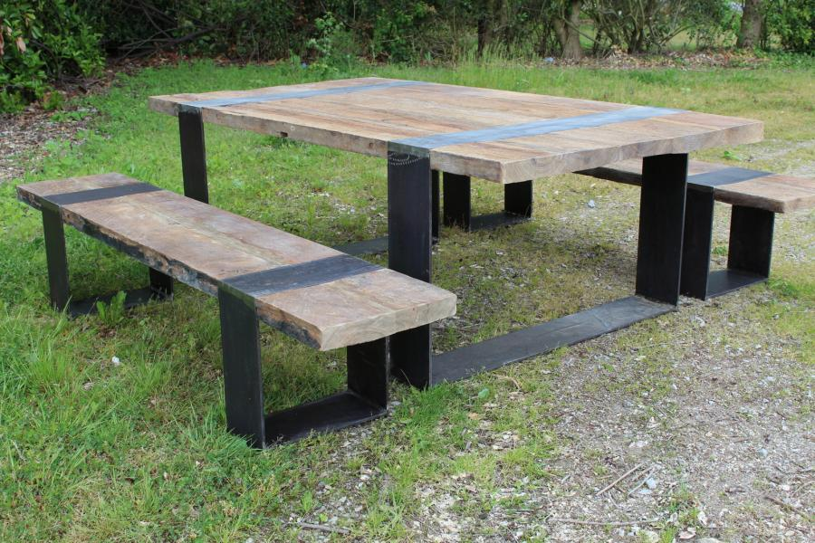 table avec bancs en vieux ch ne et pieds fer bca mat riaux anciens. Black Bedroom Furniture Sets. Home Design Ideas