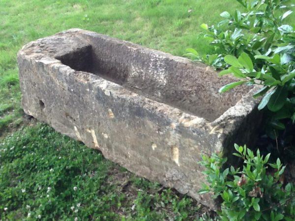 Bac / bassin / lavoir / auge antique pierre calcaire