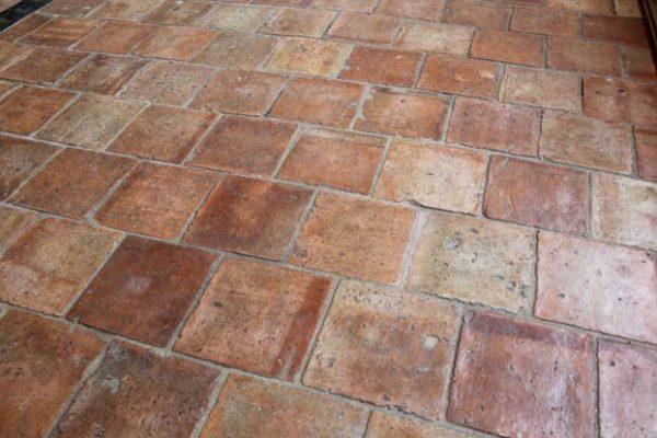 Tomette ancienne en terre cuite 16x16 format carré rose et orange