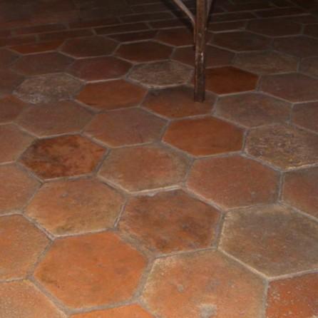 carrelage hexagonal en terre cuite de couleur rose orang. Black Bedroom Furniture Sets. Home Design Ideas