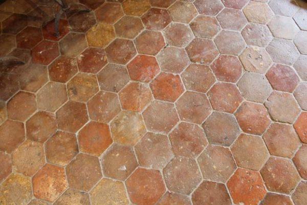 Tomette ancienne hexagonale en terre cuite