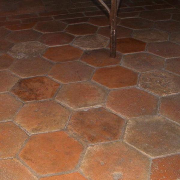 ancienne tomette en terre cuite