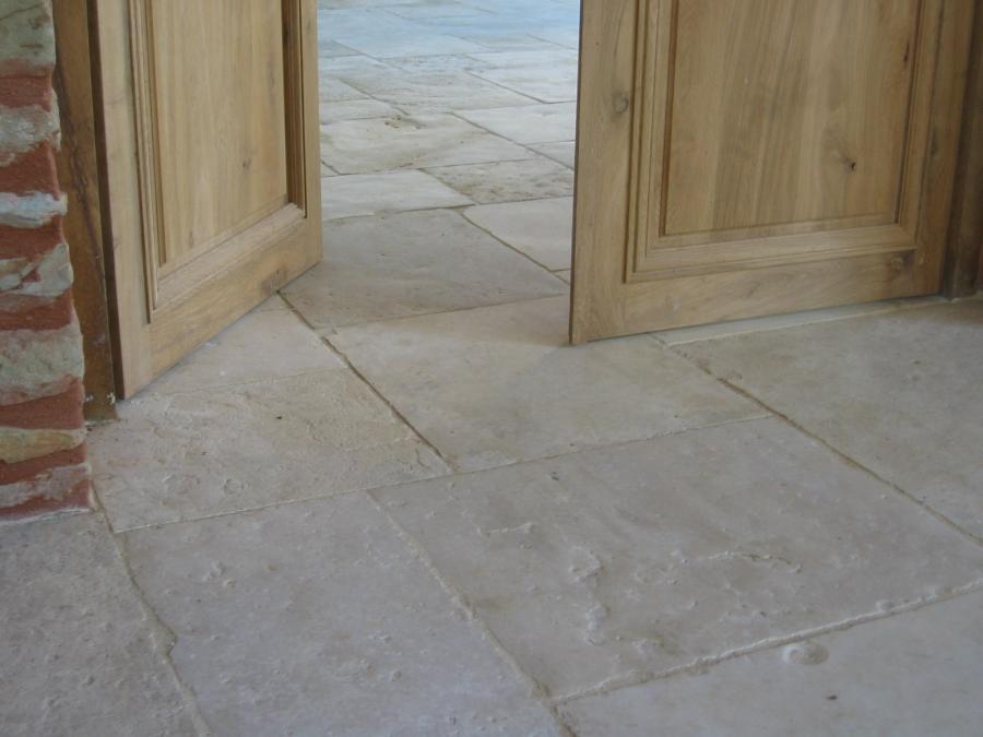 Antique limestone flagstone floors for Carrelage pierre de bourgogne