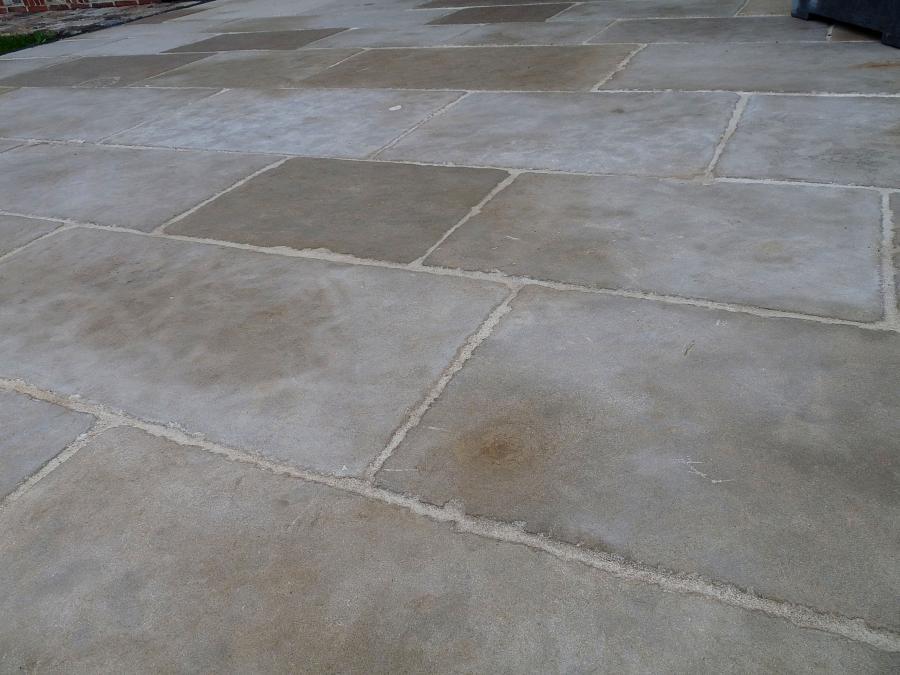 Dallage prieur en pierre calcaire naturelle bca for Carrelage en pierre calcaire