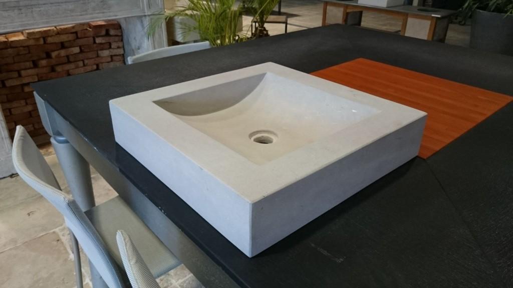 vasque en pierre naturelle grise format carr bca. Black Bedroom Furniture Sets. Home Design Ideas